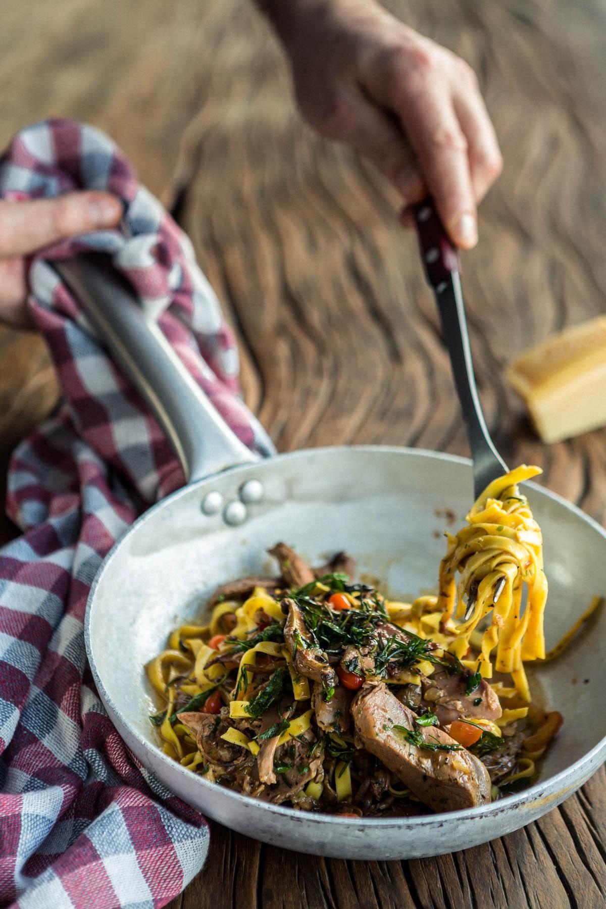 Foto de Cardápio, Fettuccine com ragu de pato e mix de cogumelos